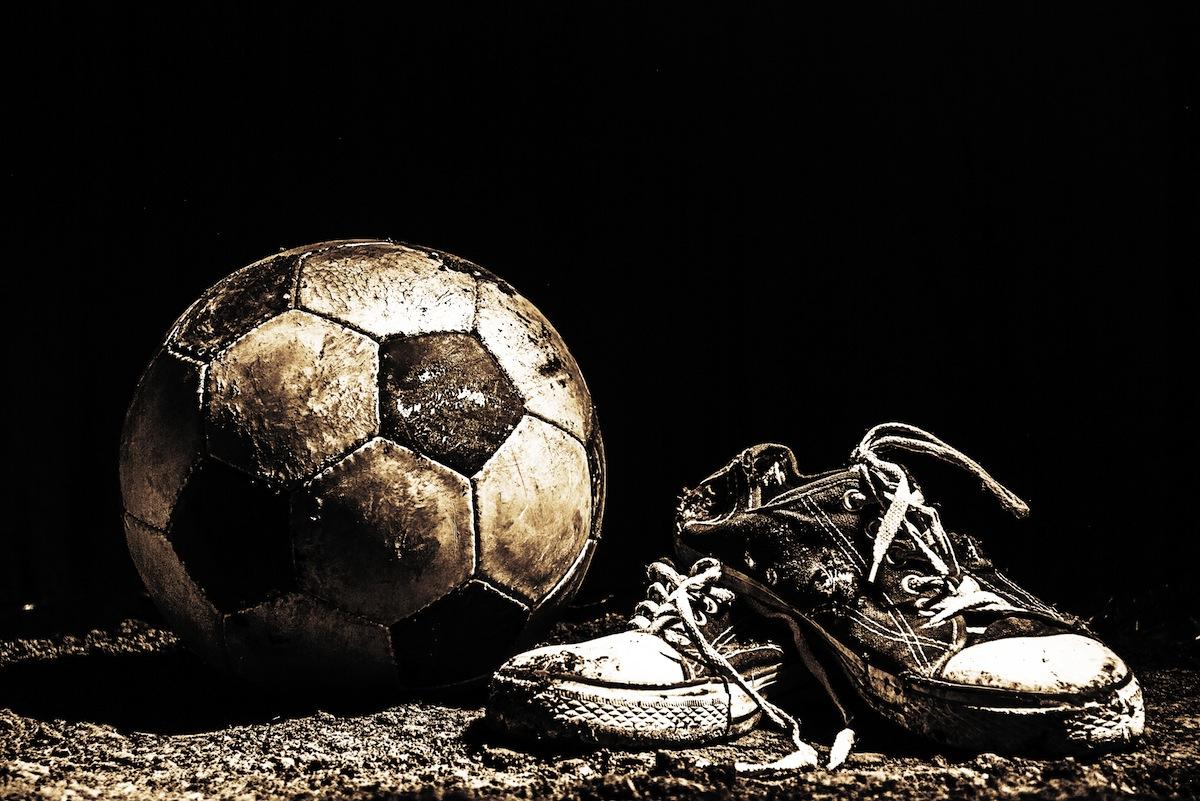 Fußball und Sneaker